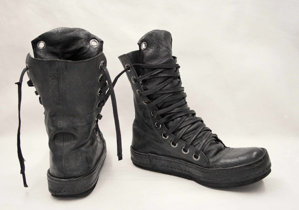 08. Black boots back and side.jpg
