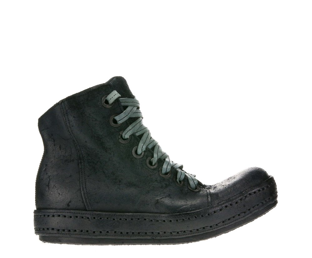 8Hole SP Black Suede