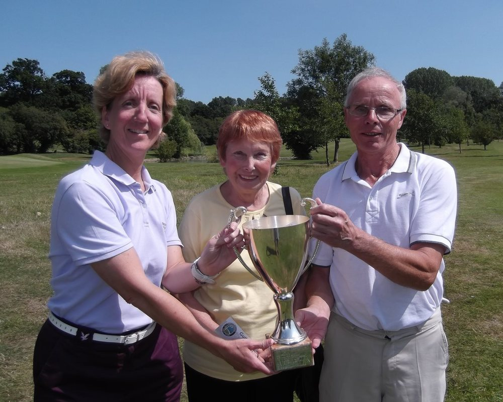 Shelli Moyes and Leigh Rampling receiving the Watt Cup from Shirley Watts after a fine perfomance of 43 points.