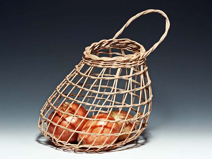 Inspiration for our Onion Basket by Billie Ruth Sudduth. More of her work  HERE.