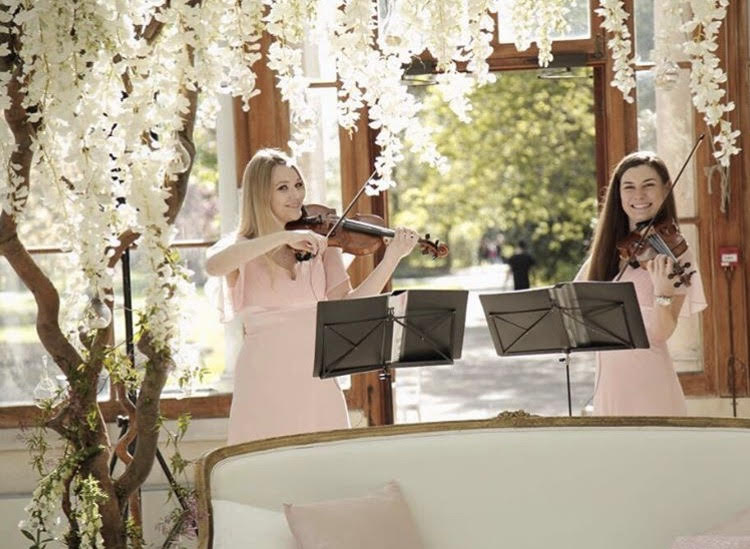 Violin duo for a wedding
