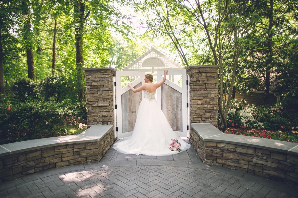 virginia-wedding-photographer-theboathouseatsundaypark-6.jpg