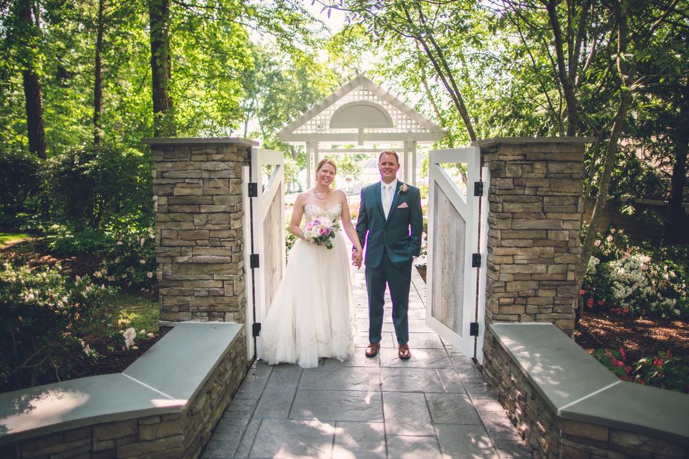 virginia-wedding-photographer-theboathouseatsundaypark-10.jpg