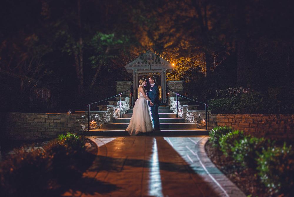 virginia-wedding-photographer-theboathouseatsundaypark-34.jpg
