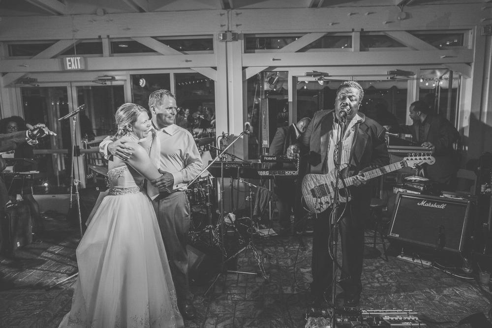 virginia-wedding-photographer-theboathouseatsundaypark-38.jpg