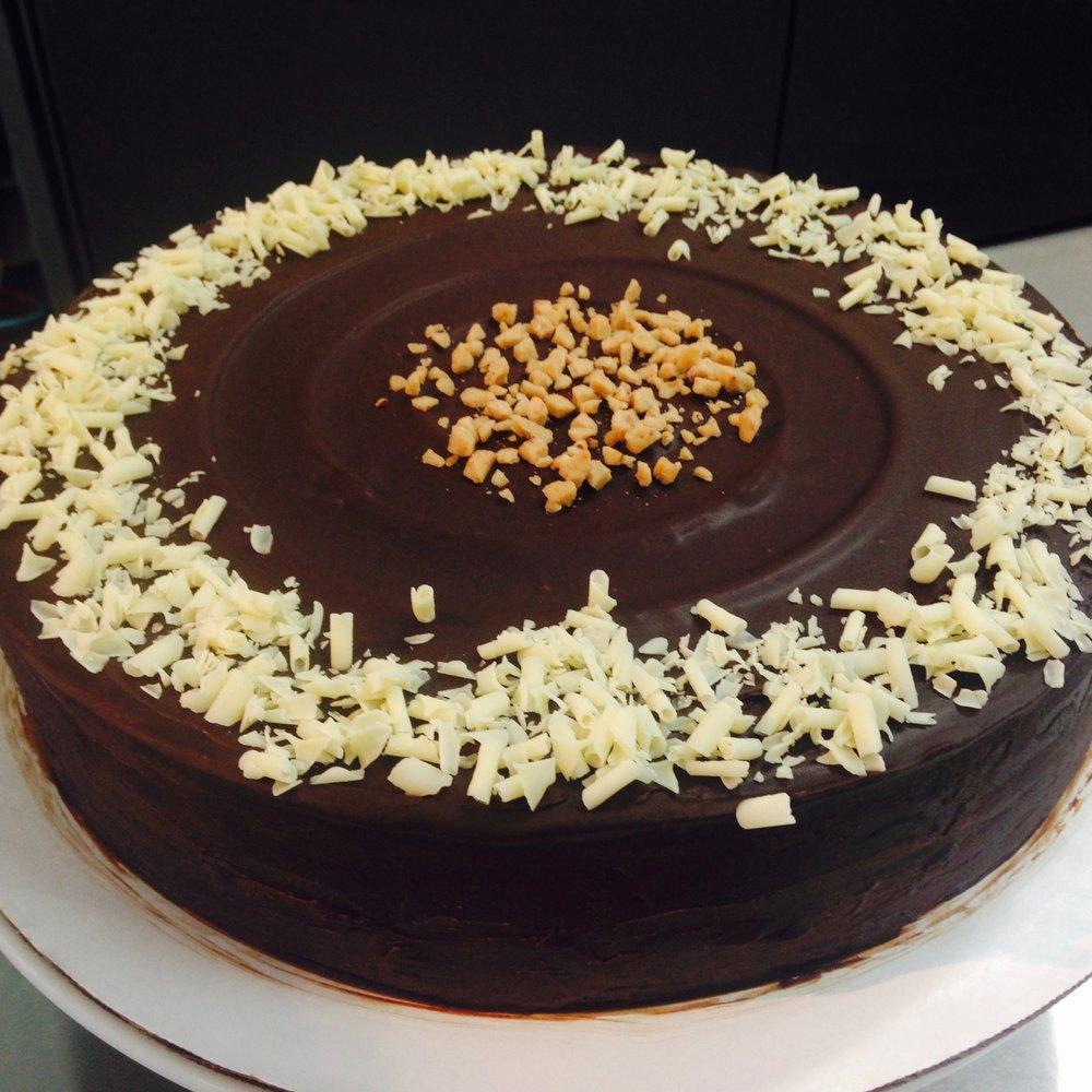 FLOURLESS CHOCOLATE CAKE (Dulce de Leche Flavor)