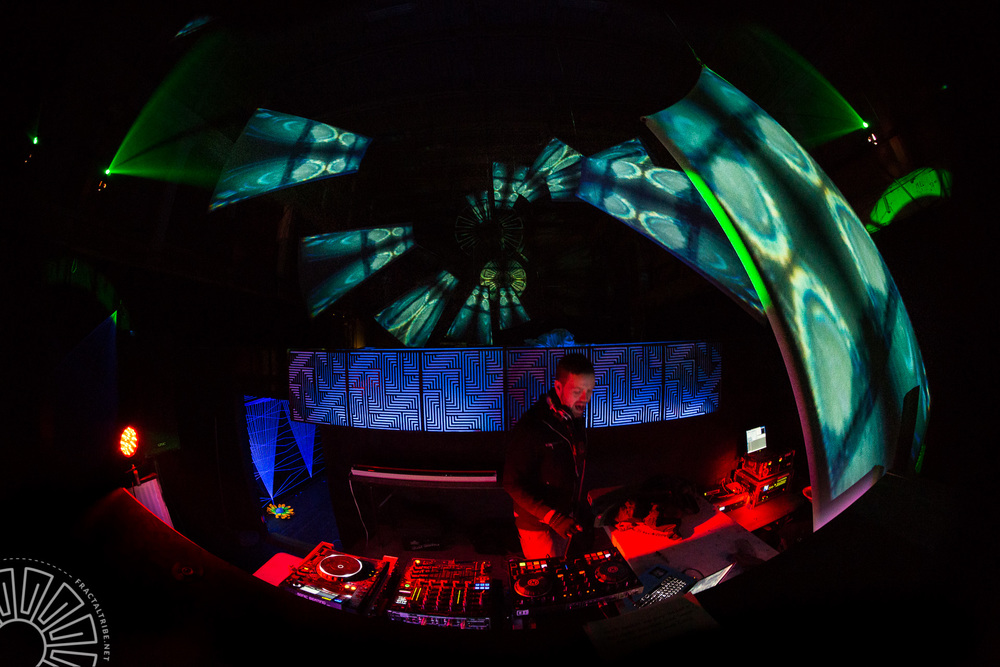 Digital Vagabond performs a root dub/dubstep set in the Fractal Factory @ Fractaltribe's Year of the Fractilian NYE party 12/31/14.
