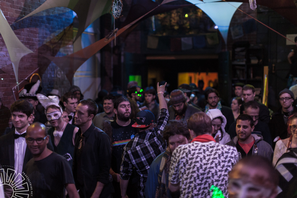 Gallery Crowd @ Fractaltribe presents Year of the Fractilian 12/