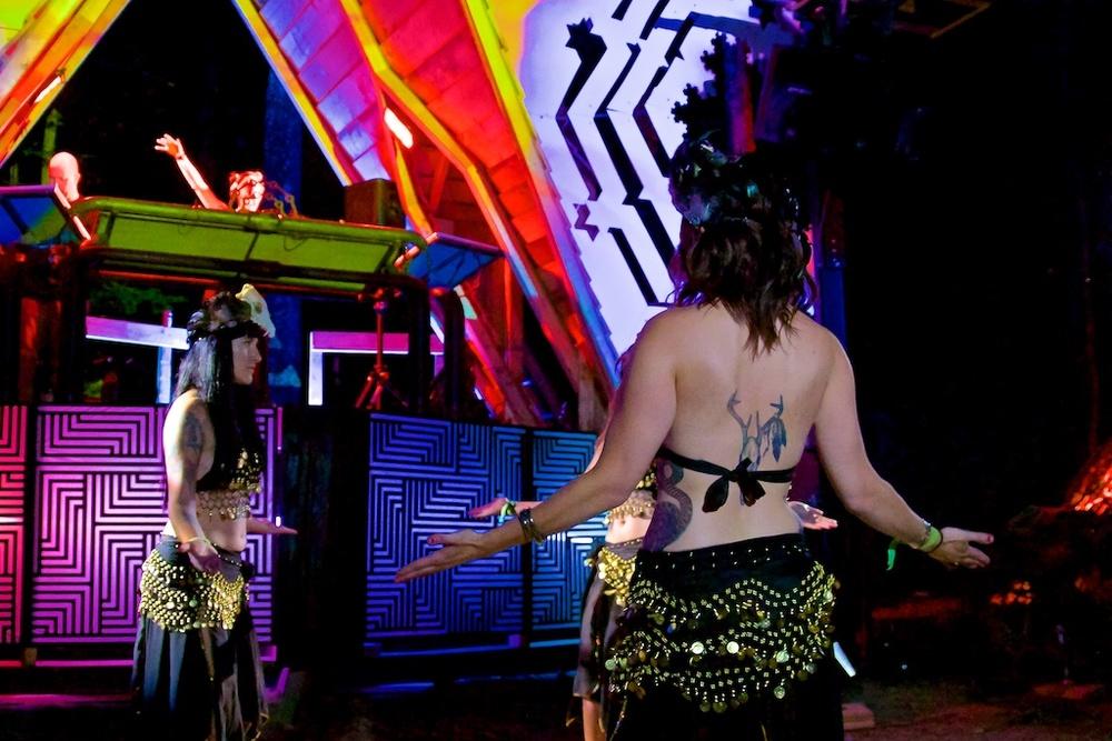 Artemis & her belly-dancing nymphs @ Fractalfest 2015, Fractal Forest, NY