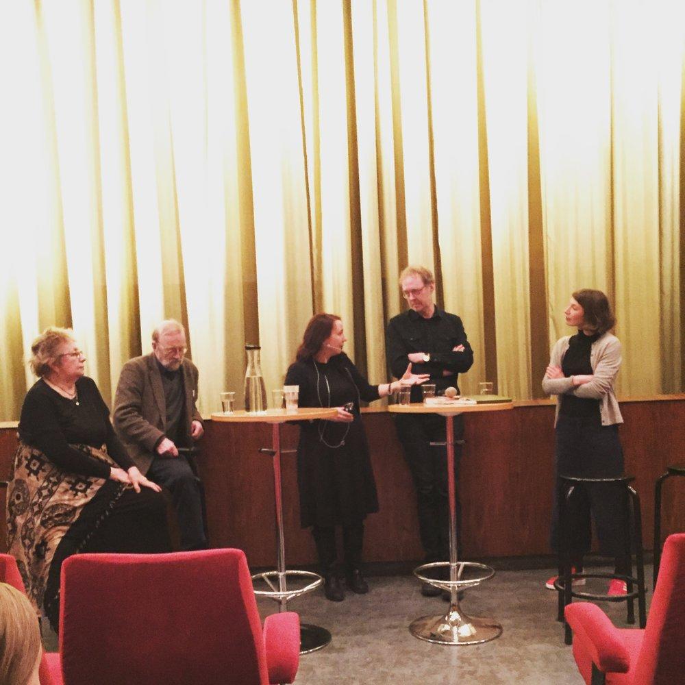 Samtal efter filmvisningen av  Den vita sporten  på Capitol den 27 mars med fr v Kjerstin Norén, Kalle Boman, Ann Ighe, Håkan Thörn och Julia Willén. Foto: Marit Kapla.