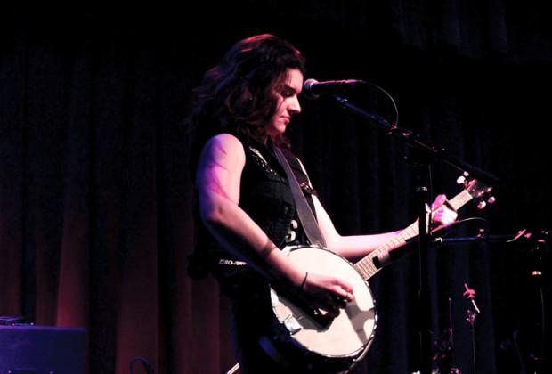 freya-wilcox-spike-hill-banjo