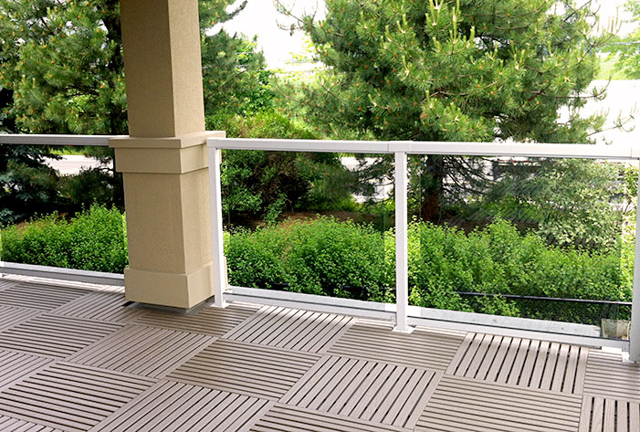 Terrace (Taupe  recycled plastic  )