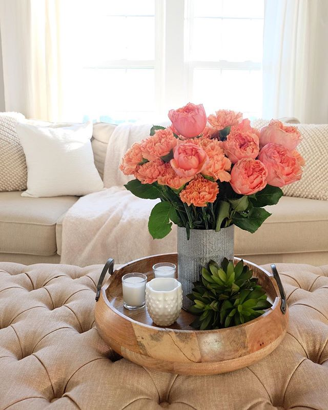 obsessed with these farm-fresh carnations and roses. straight from @thebouqsco beautiful farm & hand cut to order. honestly, I never thought carnations could look this gorgeous! throw in some fluffy pillows and warm throws to your living room and you're ready for fall. #bouqspartner #bouqlove 🌹🍂