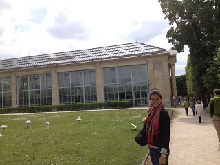Emily outside l'Orangerie