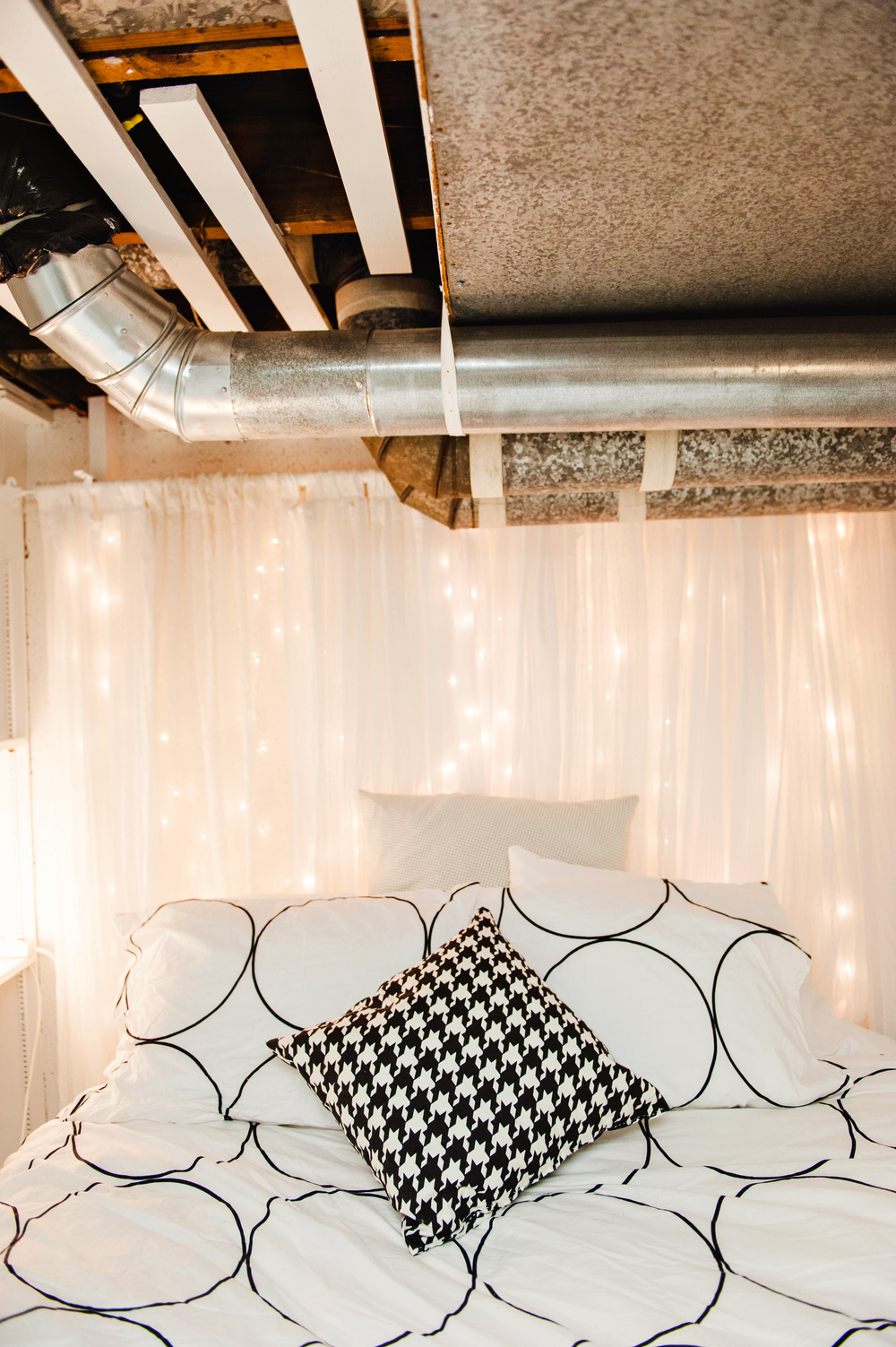 DIY Twinkle Light Headboard