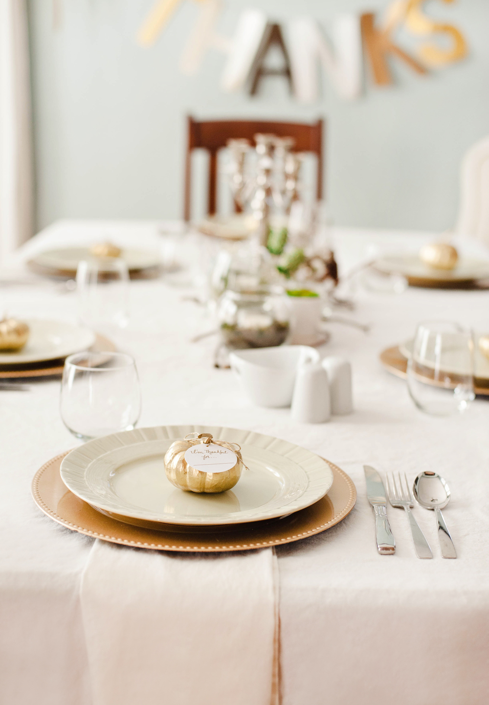 Gold & White Chic Thanksgiving Table