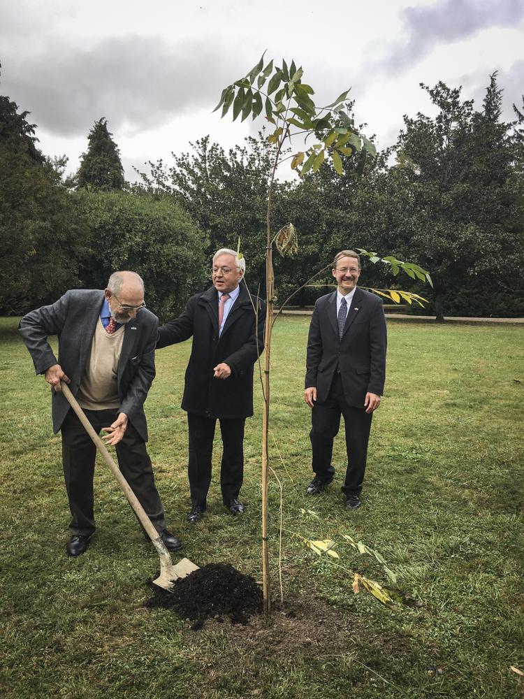 Bernard Dalisson, president of Les Pacaniers de Jefferson; Pyrénées-Atlantiques Préfet Gilbert Payet; and American Consul Daniel Hall.