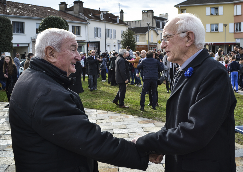 Citizens greet each other at Jurançon's ceremony.