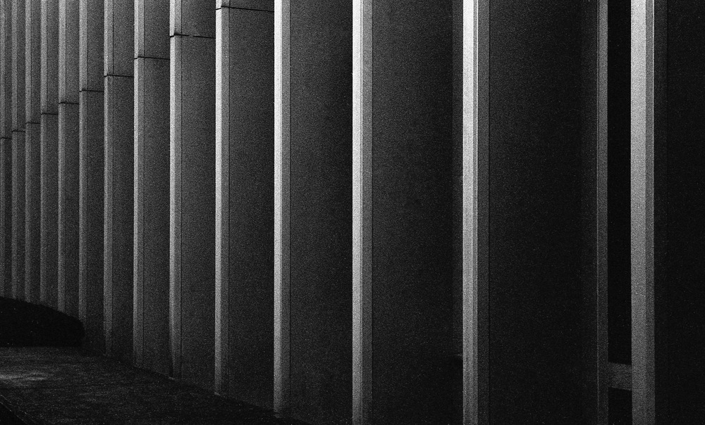 Lines / Marching- Oakland (Hunt Library)  |  Tri-X 400 @ 1600