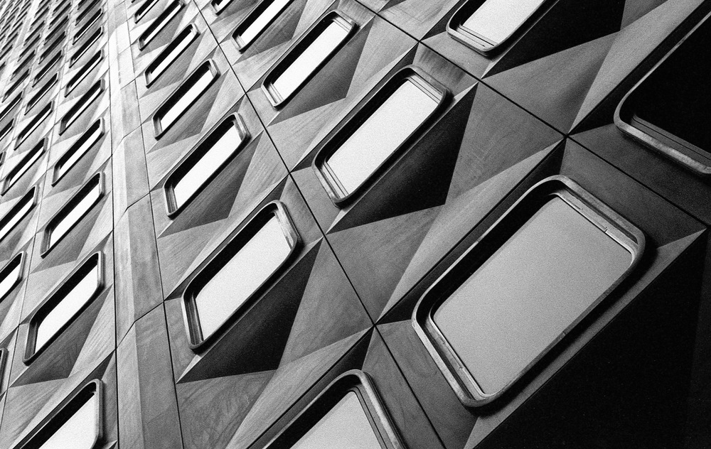 Aluminum and glass - Pittsburgh (Alcoa Building)  |  Tri-X 400 @ 1600