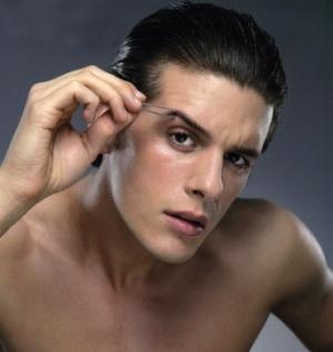 Man-plucking-eyebrows-1.jpg