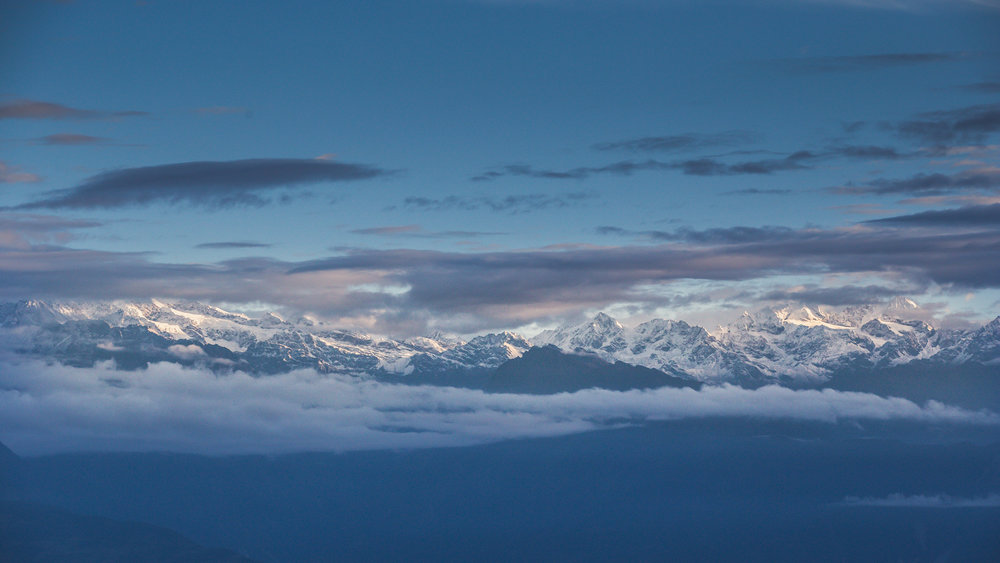 The reports weren't wrong. 6am facing North East. We enjoyed the views for about an hour before heading down for some breakfast and making our way once again back to Kathmandu.  145mm f8.0 1/800 ISO800