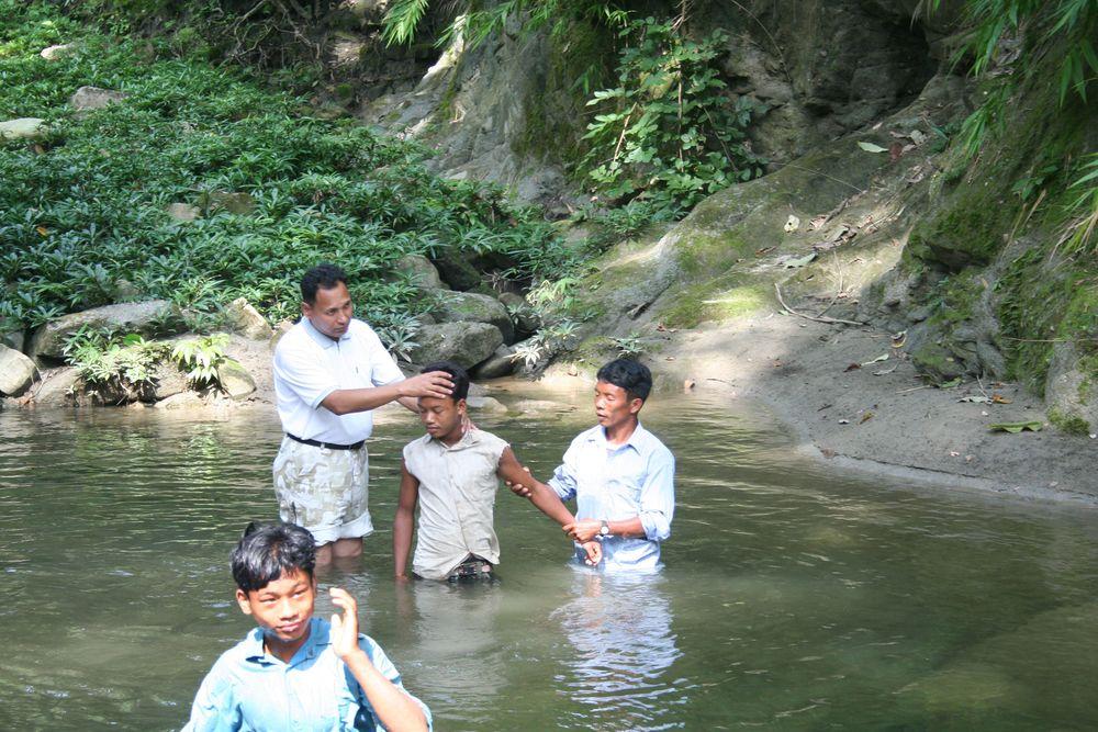 Pastor Samuel and Pastor Prakash did the baptiziing.