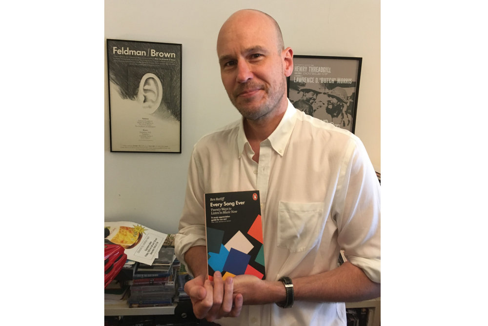 Ben Ratliff er etter hvert en velkjent musikkritiker og -skribent. 'Every Song Ever' er hans fjerde bok, og i Folkemusikk nr. 1/2019 er han intervjuet om musikken på denne spillelista.