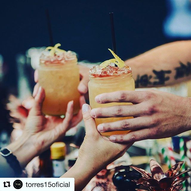 #Enjoy the #Evolution #Spirits with @torres15oficial 👌 Share the #love 💕with #brandy #Brandylovers #Brandyscover #Torres15 #Cocktails #Cocktail #Friends ##instagood #Weekend #TorresBrandy @salondegourmets #Madrid #Abril