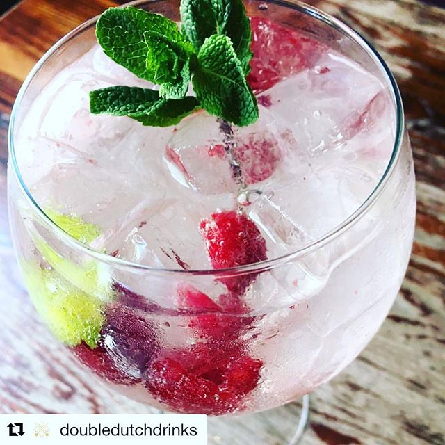 #Enjoy the #Evolution #Spirits @doubledutchdrinks 🍸👌 Time for a midweek drink🍸🎋! Double Dutch Indian tonic with #Sipsmith #Gin, rasberries, fresh mint and lemon Peel @punch_bowl_mayfair  #gintonic #gin #ginlovers #cocktail #cocktailsnight  #bartender #ginstagram #ginandtonic #twinpower #doubledutchdrinks #craftcocktails #artisancocktails @evolutionspirits @salondegourmets #Madrid #Abril