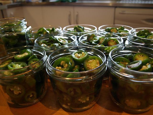chillies+in+jars+3.JPG