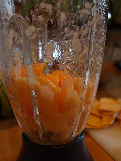 Rockmelon+in+the+blender.JPG