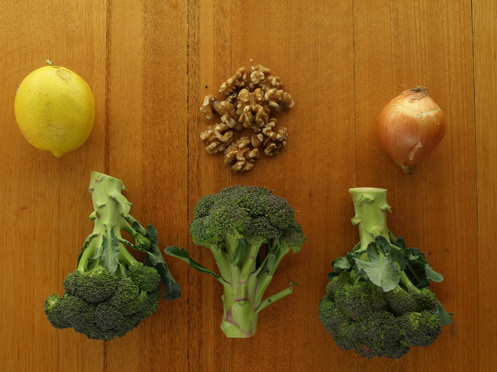 Steamed Broccoli with Walnut Dressing Ingredients