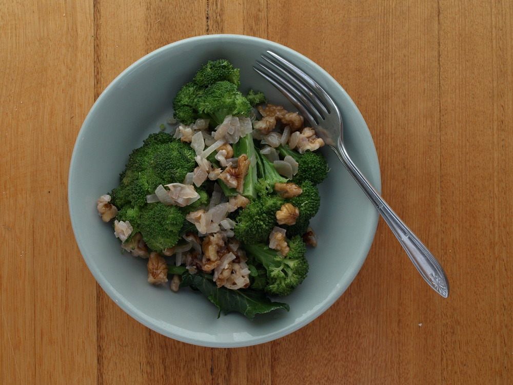 Steamed Broccoli with Walnut Dressing