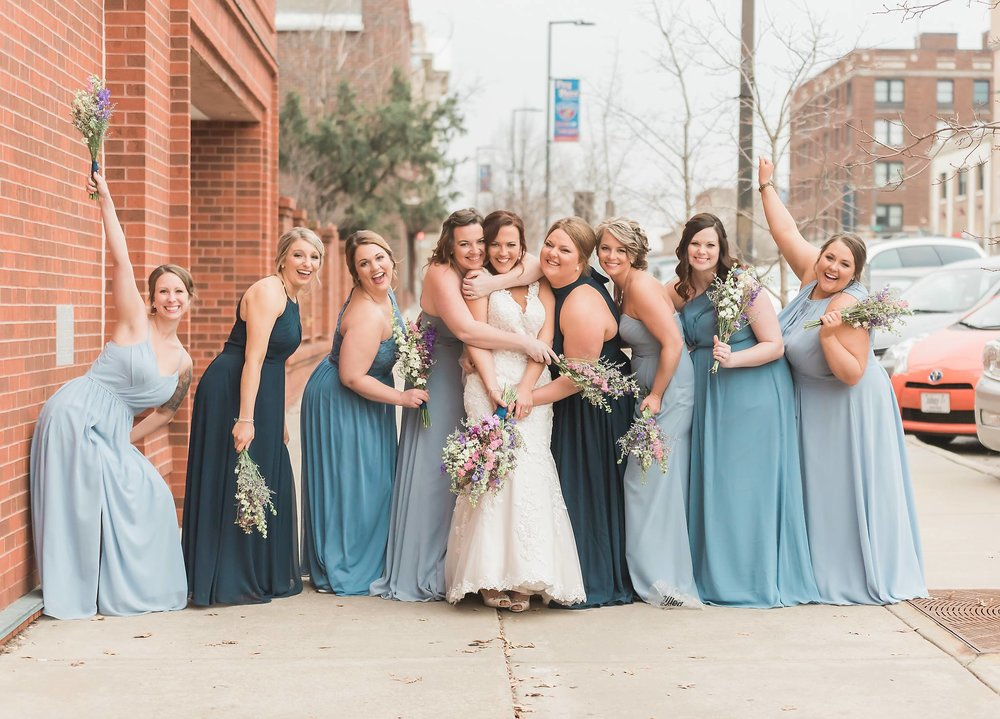 beautiful bridal party pictures in Lawrence ks