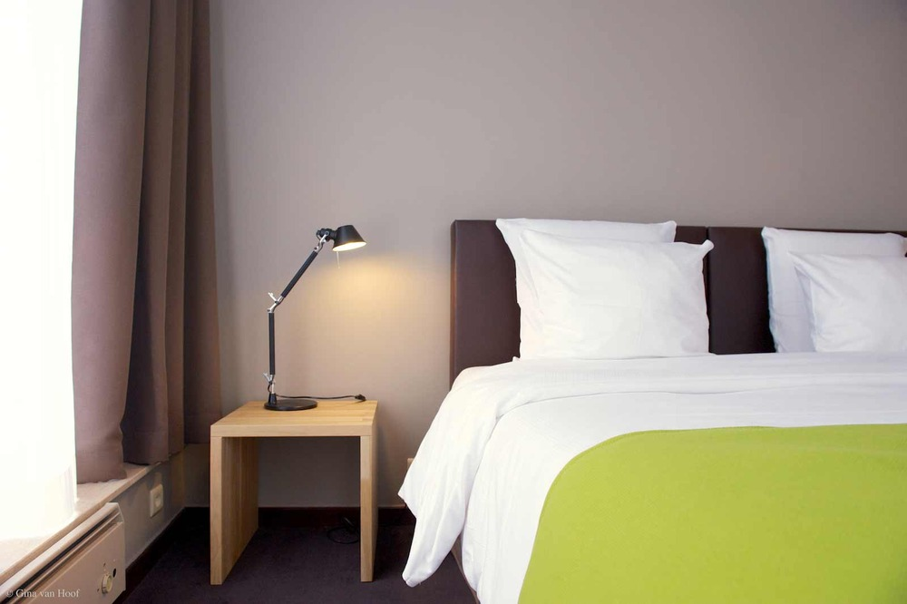 hotel-chelton-rooms-standard-double-bedroom-04.jpg