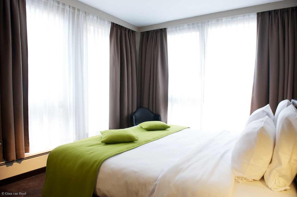 hotel-chelton-rooms-standard-double-bedroom-09.jpg