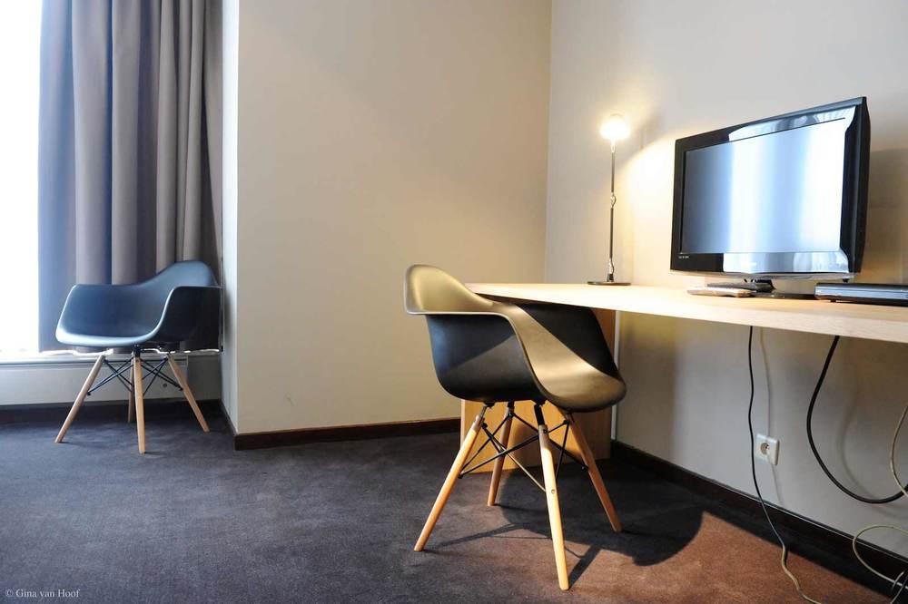 hotel-chelton-rooms-standard-triple-bedroom-03.jpg