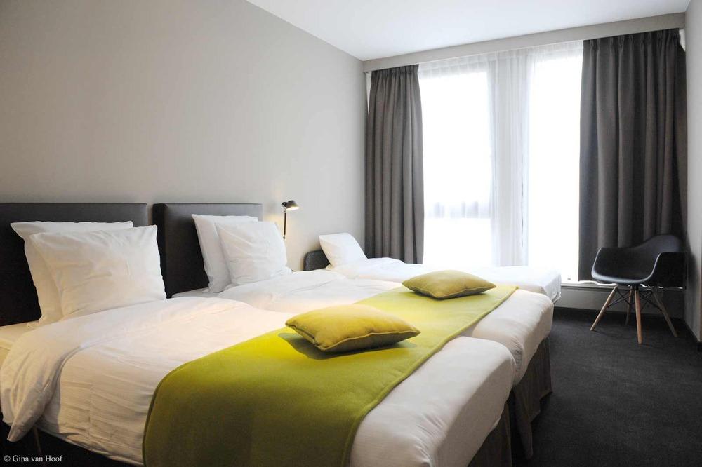 hotel-chelton-rooms-standard-triple-bedroom-04.jpg