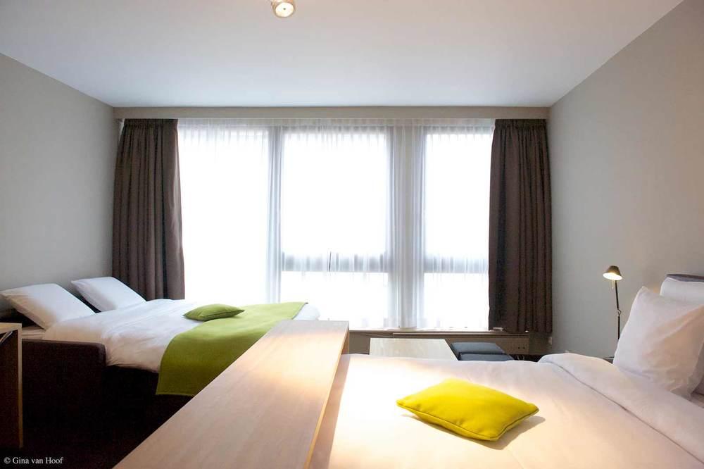 hotel-chelton-rooms-standard-triple-bedroom-06.jpg