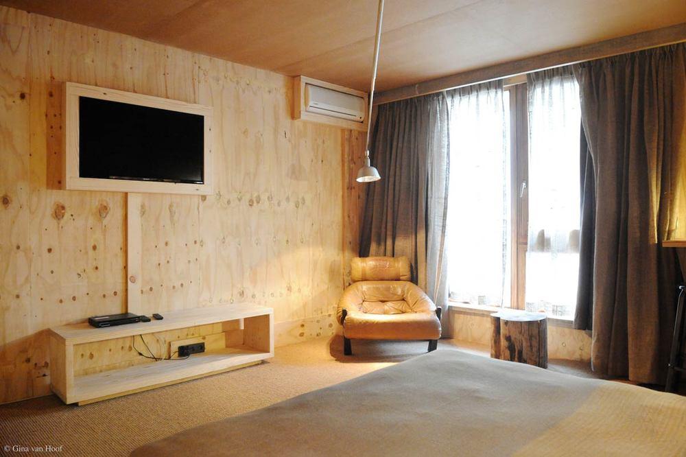 hotel-chelton-rooms-special-double-bedroom-02.jpg