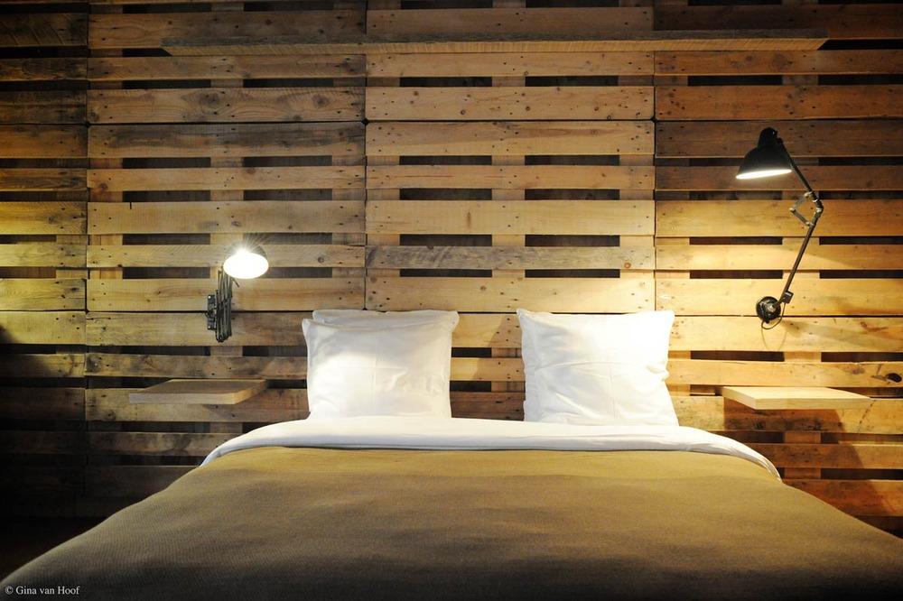 hotel-chelton-rooms-special-double-bedroom-01.jpg