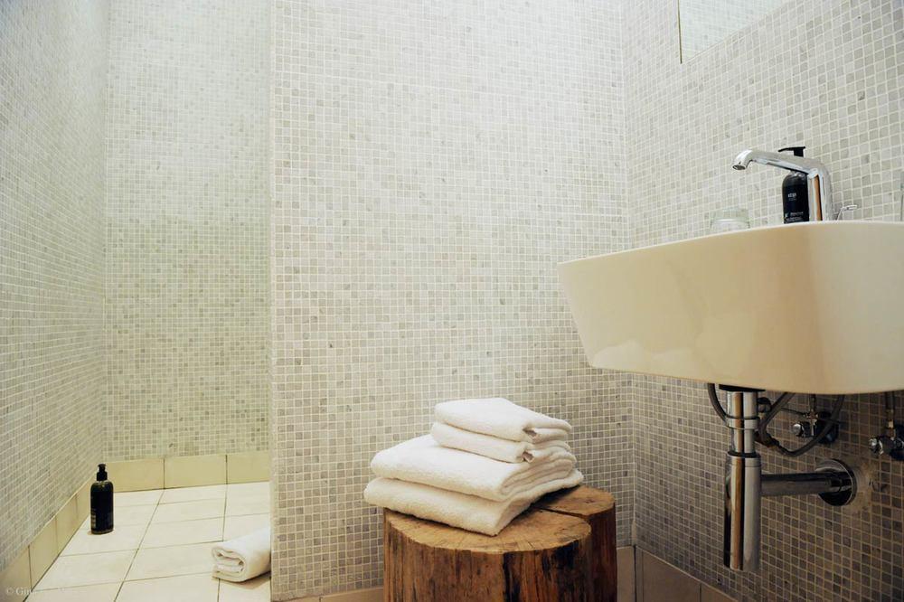 hotel-chelton-rooms-special-double-bedroom-03.jpg