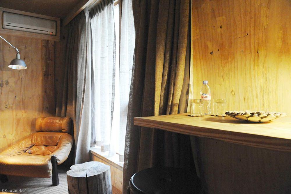 hotel-chelton-rooms-special-double-bedroom-04.jpg