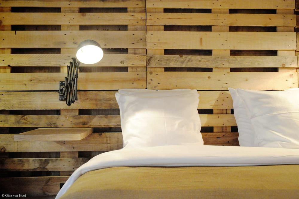 hotel-chelton-rooms-special-double-bedroom-05.jpg