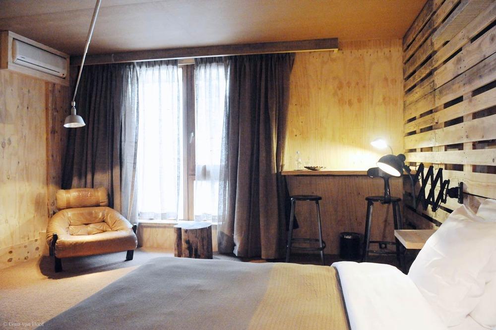 hotel-chelton-rooms-special-double-bedroom-06.jpg