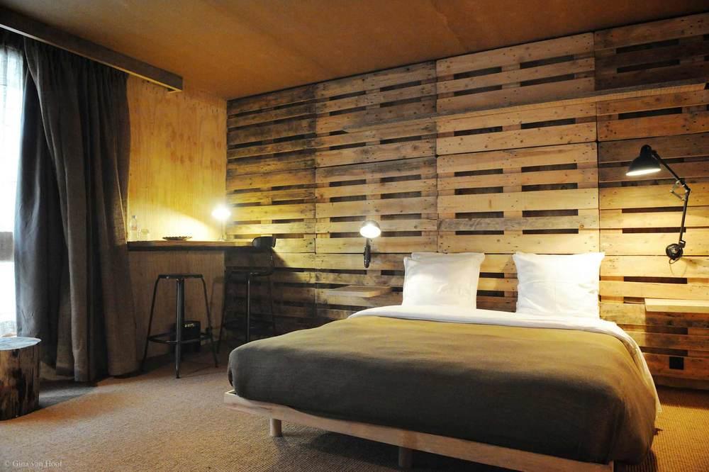 hotel-chelton-rooms-special-double-bedroom-07.jpg