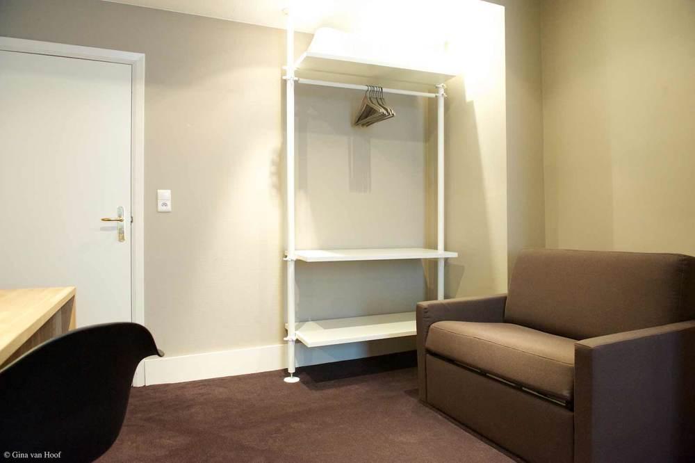 hotel-chelton-rooms-standard-triple-bedroom-08.jpg