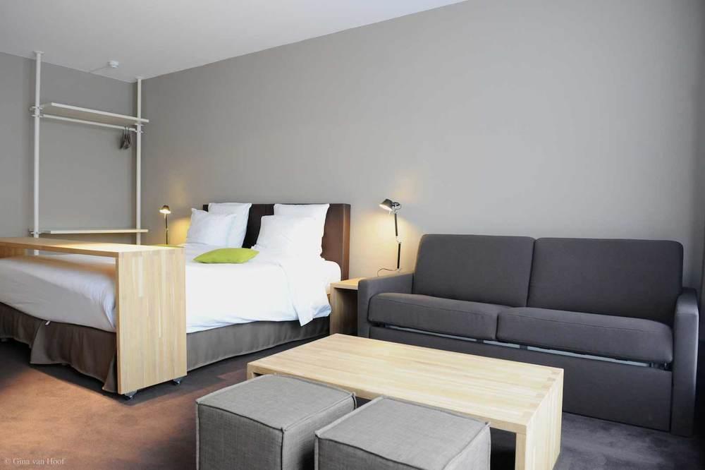 hotel-chelton-rooms-superior-room-bedroom-02.jpg