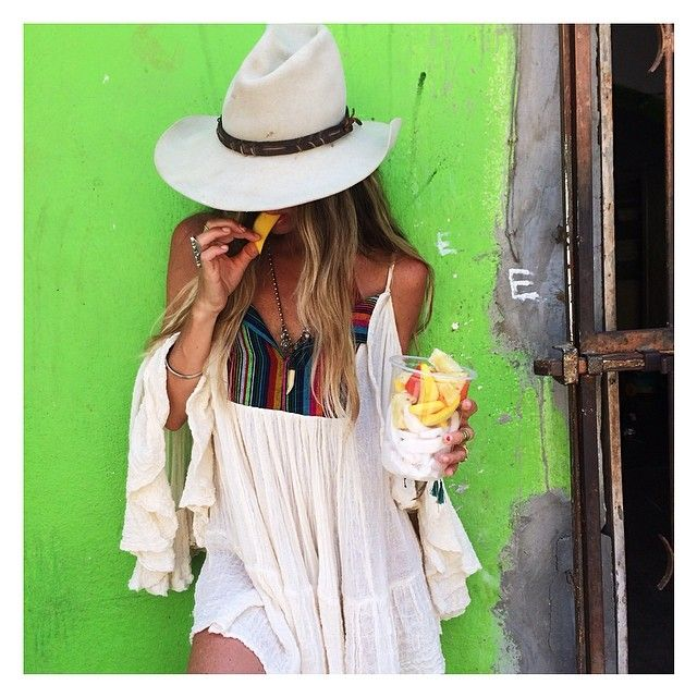 Jen from Jen's Pirate Booty  owning Western-boho style in Sayulita. I'm obsessing over her hat.